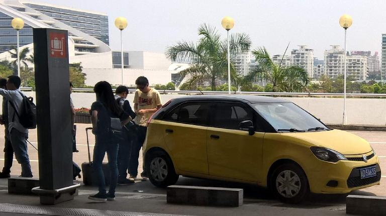 A yellow MG3 5-door hatchback at the Xiamen airport. (April 21, 2016)