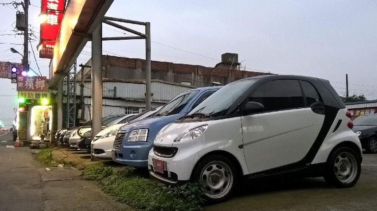 A white Smart Fortwo in Taoyuan, Taiwan. (April 25, 2016)
