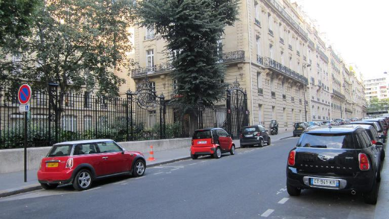 Minis and Smart cars in Paris.