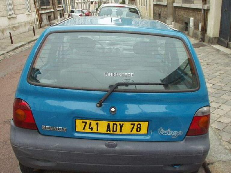"Californian in Versailles: I thought it was funny to see this Twingo with a ""Chico State"" sticker on its rear window! (August 23, 2003)"
