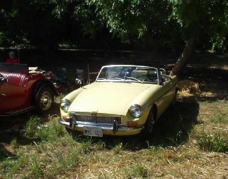 Goldie, my pale Primrose 1969 MGB, was here too.