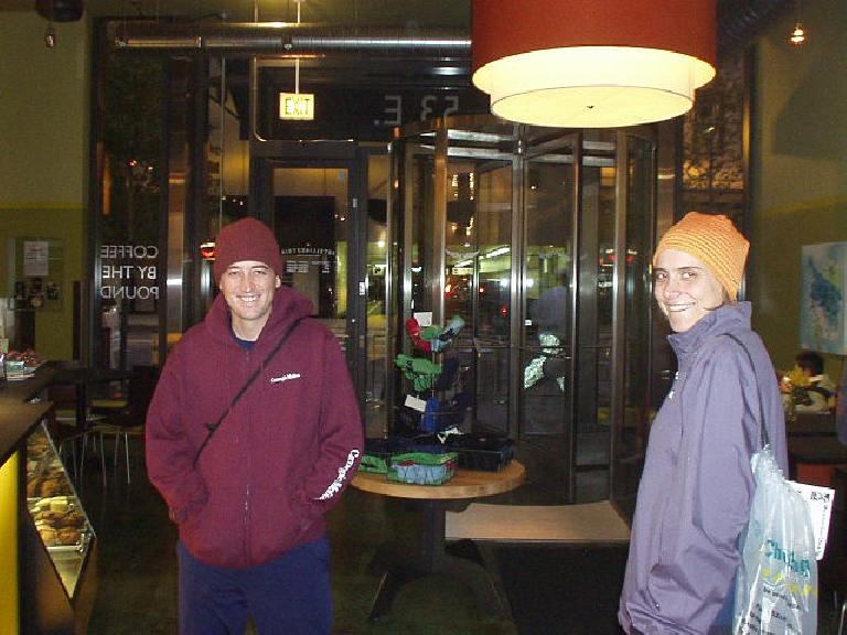 Guy and Kat at Starbucks on the frigid morning of the Chicago Marathon. (October 22, 2006)