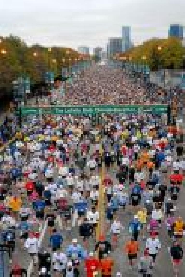 The race begins!  This is how a race start with 40,000 runners looks like. Photo: marathonfoto.com.