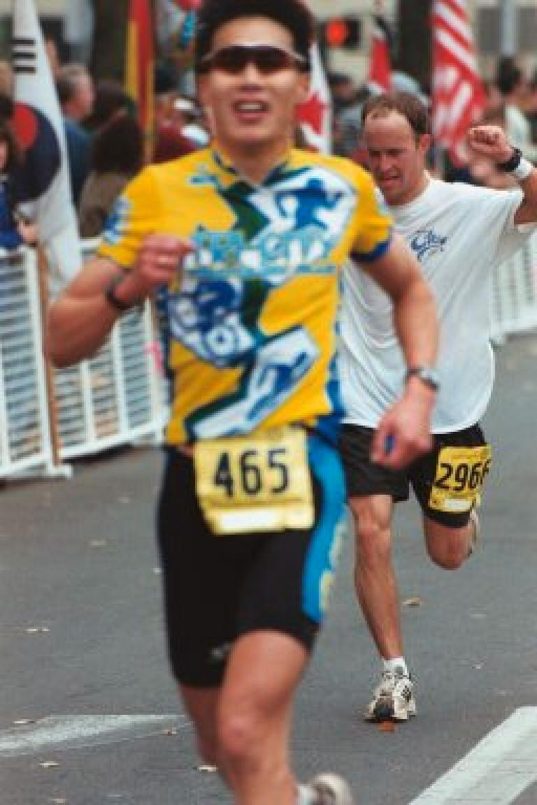 Everitt, going fast.  He would finish under 3 hours!