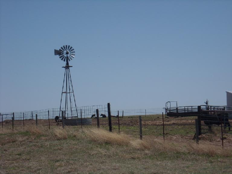 There were lots of windmills (to pump water) in Kansas and Oklahoma, although a sign in Kansas said they were slowly becoming extinct. (April 24, 2009)