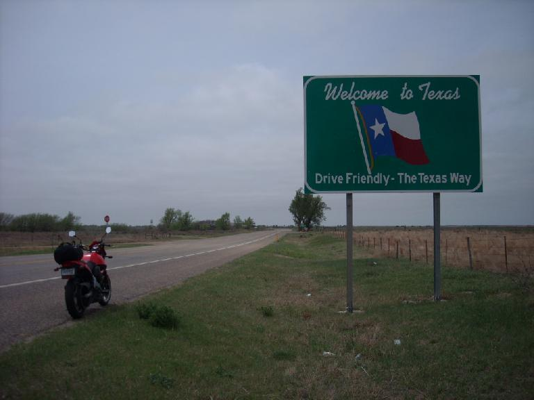 Back on the road, I got to Texas about 15 miles later. (April 27, 2009)