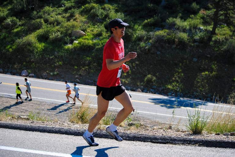 Felix Wong running up Maniac Hill in the Colorado Run.