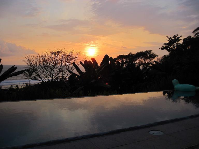 Nice sunset at Villa Ventanas. Photo: Tori. (March 15, 2011)