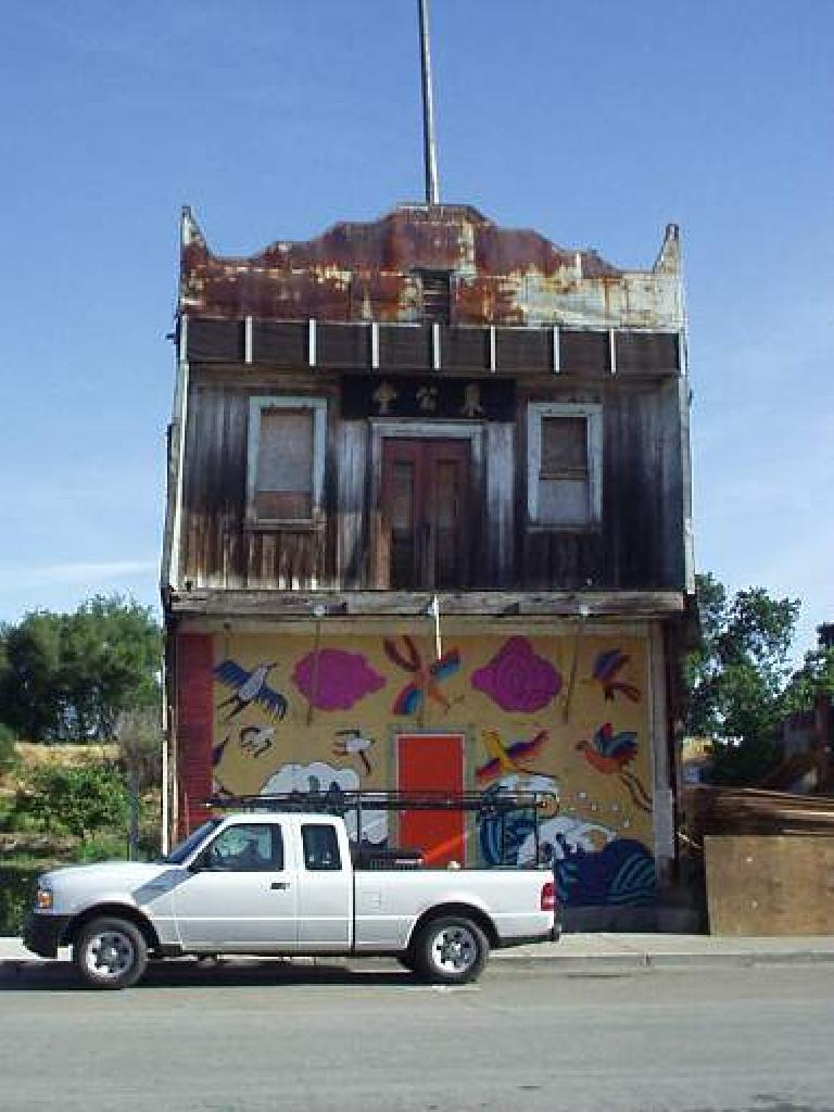Downtown Isleton had a mix of buildings that were renovated or dilapidated, such as this one.