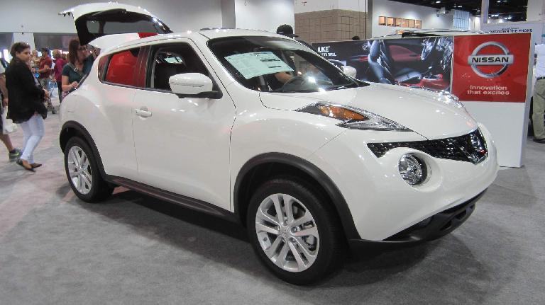 white 2015 Nissan Juke