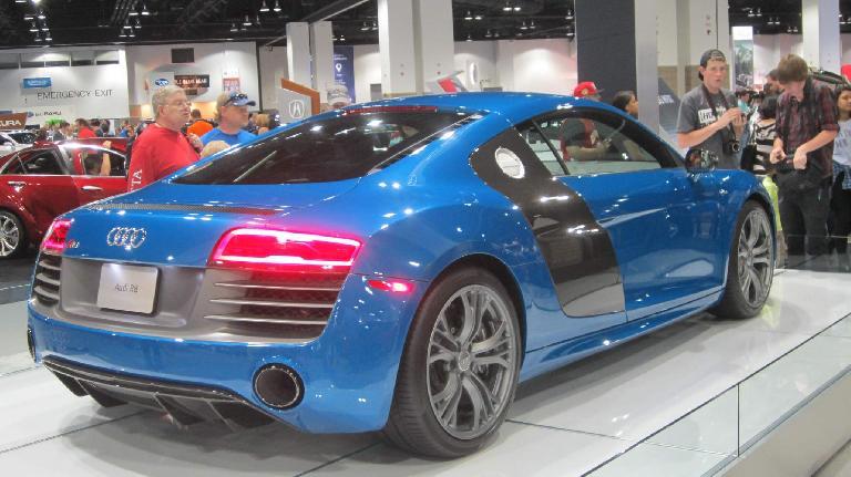 blue 2015 Audi R8