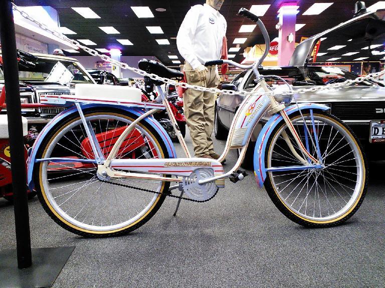 Roadmaster cruiser bike.