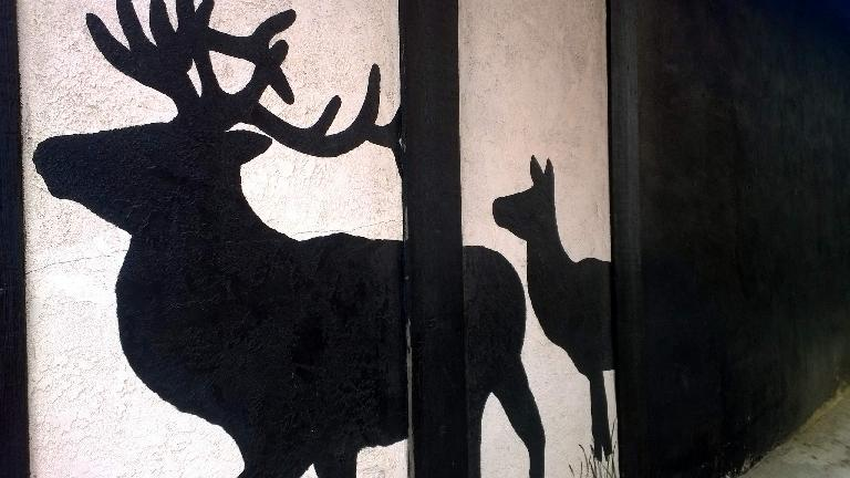 Elk painting on side of building in Estes Park.