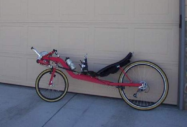Shortly thereafter I made a brief detour home to fetch the Reynolds Wishbone square-tube recumbent.