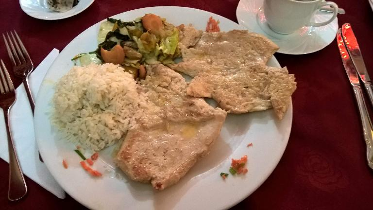 Chicken, rice, and vegetables at La Flor de Loto, a Chinese restaurant in Havana.