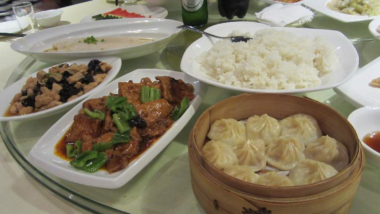 Lunch in Shanghai: fish, chicken and bell peppers, white rice, and Xiaolongbao dumplings. (May 17, 2014)