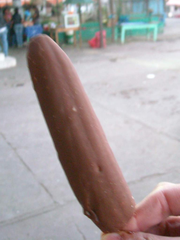 Chocobanano (chocolate-dipped banana) cost Q1 (or USD$0.12) in San Andres Itzapa. (December 29, 2010)