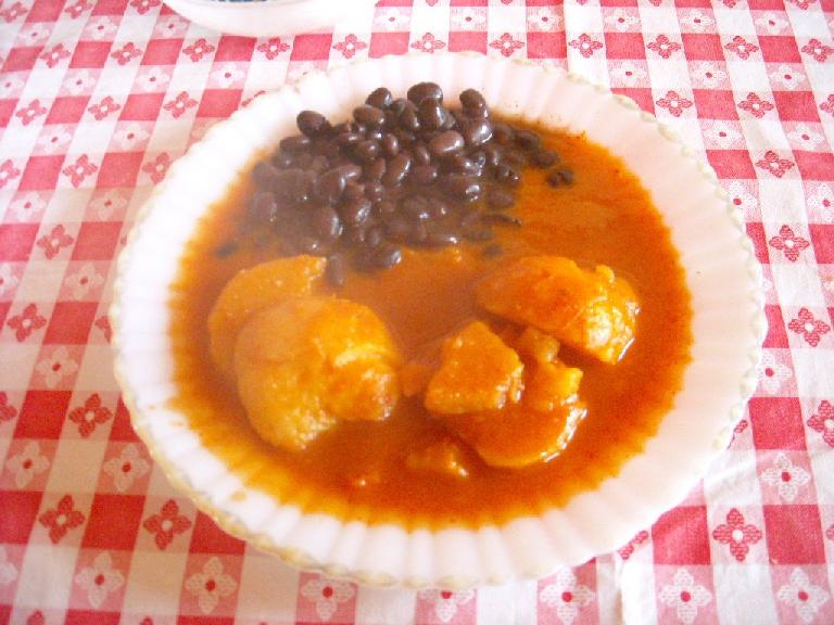 Papas y frijoles con salsa rojo (potatoes and beans with red sauce) at the restaurant in San Miguel Amatl (December 21, 2009)