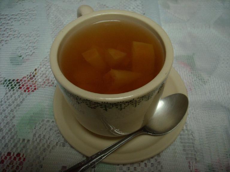 Tea with apples (ponche) at a restaurant in Capulalpan de M̩ndez. (December 21, 2009)
