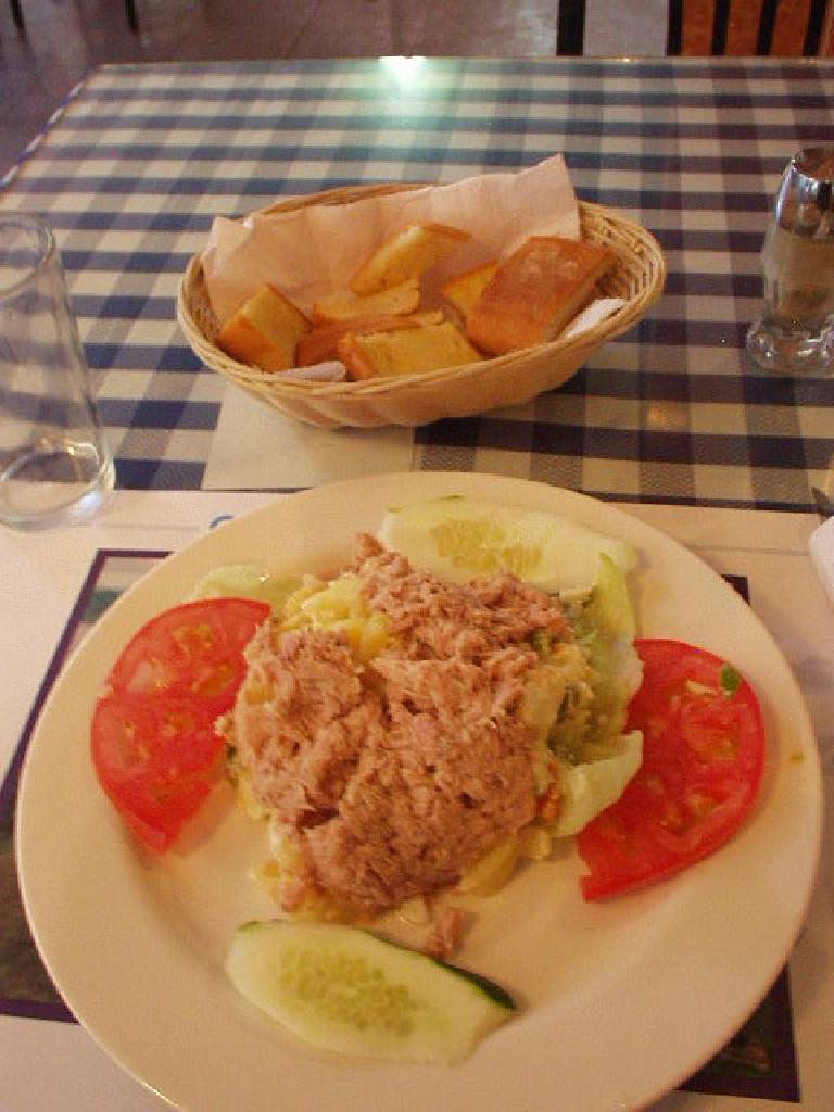In Panama City, I had ensalada con patatas y tuna and bread at Manolo's for $3. (March 10, 2007)
