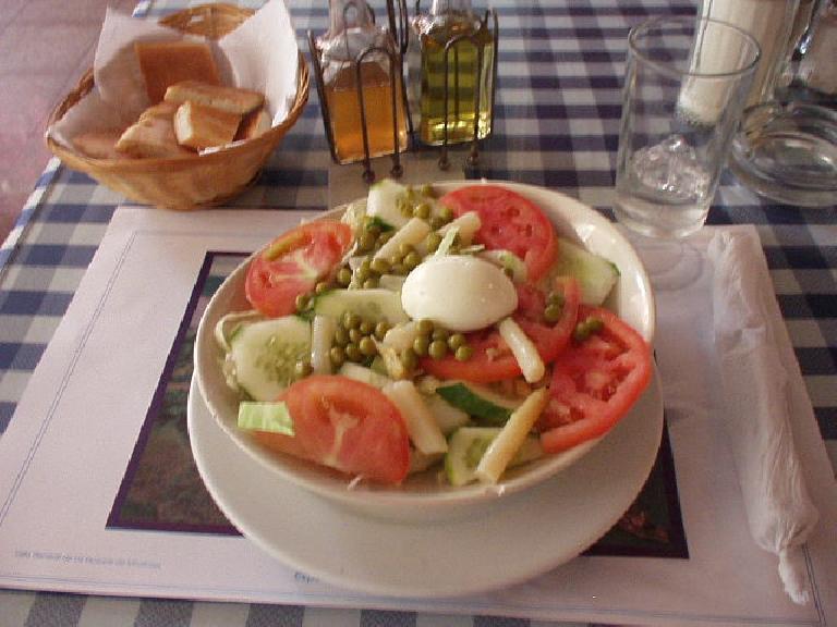 Ensalada mixta at Manolo's. (March 11, 2007)