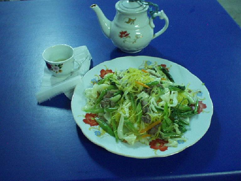 Stir-fried noodles and vegetables at Banana Mango in Hue. (July 10, 2006)