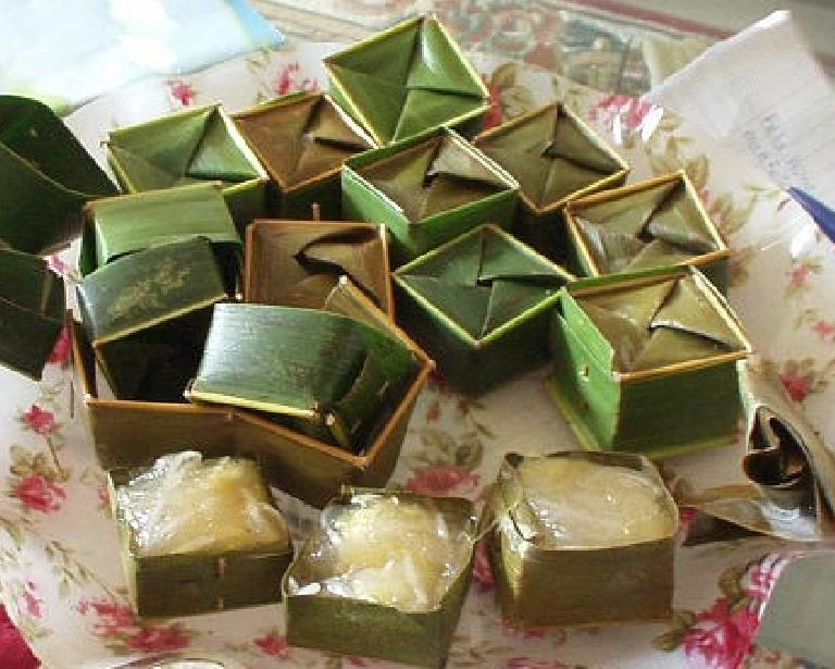 """Kristy served me up some """"fa tah"""" at her parents' place in Nha Trang.  It is sweet, made of green beans, and """"eaten at weddings."""" (July 15, 2006)"""