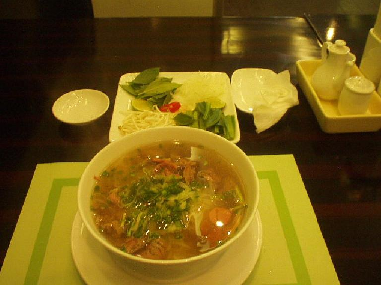 Beef pho with muscle: 27,000 dong ($1.71). (July 4, 2006)
