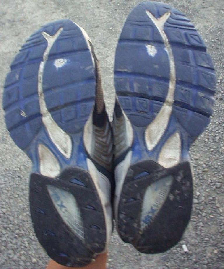 This would (or should) be the last race for my Nike Air Max Motos... note the wear under the ball-of-the-feet region.