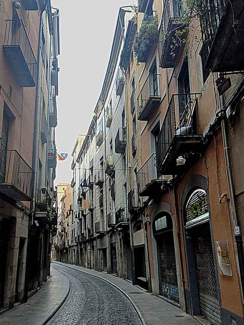 Narrow roads typified Old Town in Girona and reminded me a bit of Aix-en-Provence.