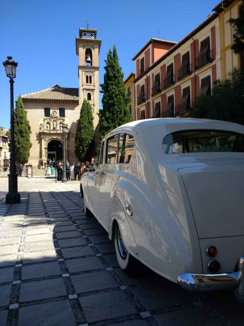 A white 1960s Austin Princess in central Granada.