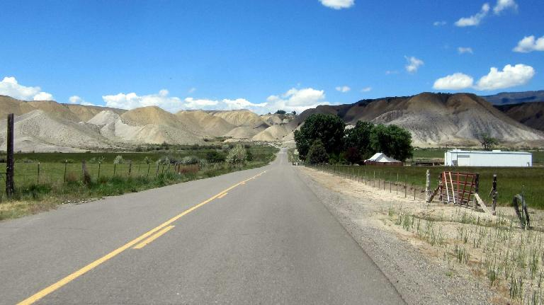 [Mile 104, 12:11 p.m.] This area approaching Delta, Colorado, reminded me of the Badlands of South Dakota.