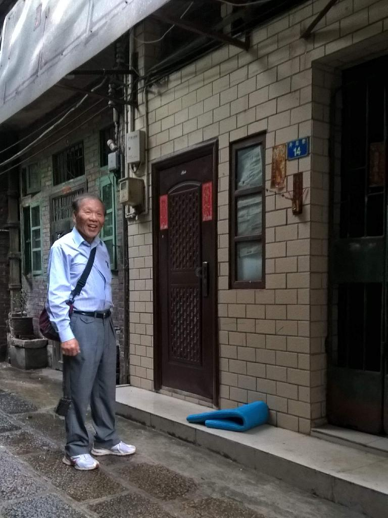 Where my dad lived in Guangzhou from age 8-13: an alley northwest of Zhongshan 7th Rd & Renmin Elevated Rd., near the Ximenkou metro station on Line 1.  His home was #14, we think. (April 22, 2016)