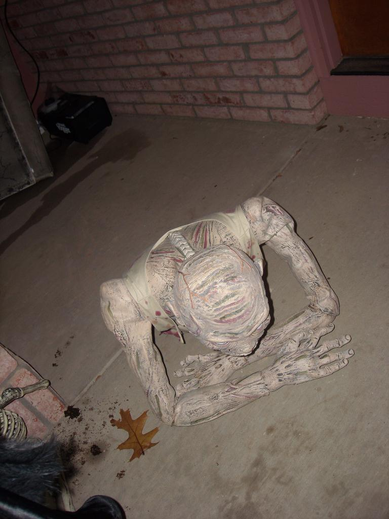 Many of the homes were well decorated.  This home had a half-skeleton that bounced up and down.