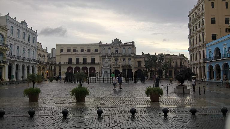 Plaza Vieja in Havana Vieja.