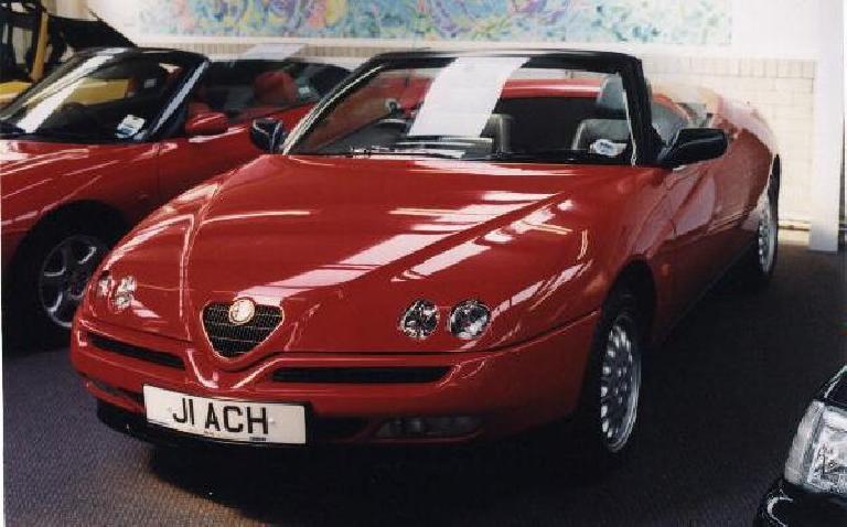 Alfa Romeo Spider.  Viva Alfisti!