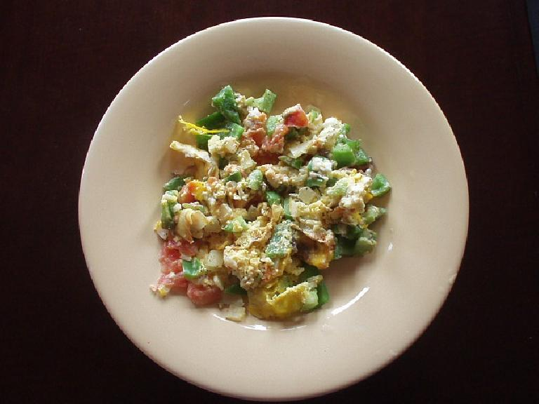 Egg, tomatoes, and green bell peppers.