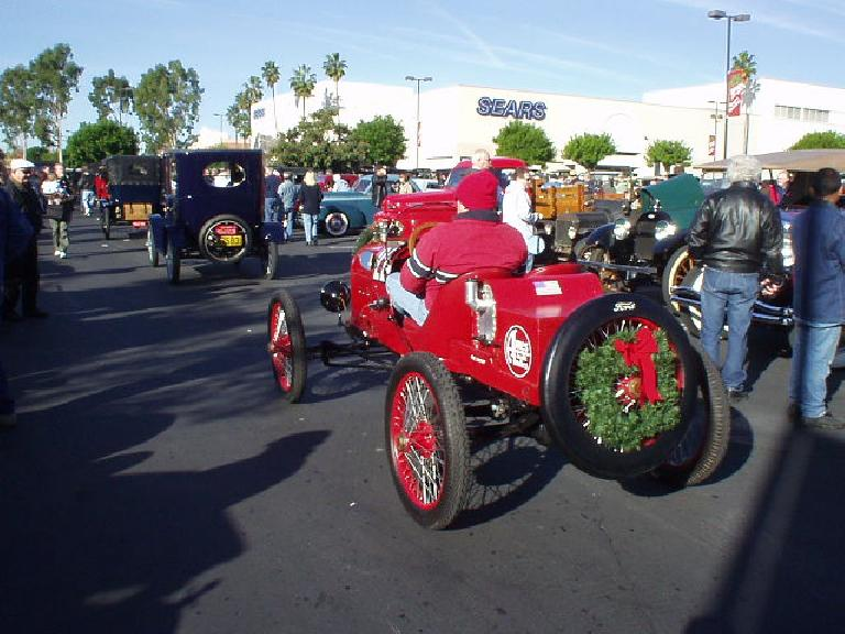 I don't know the make of this 2-seat racer following a whole line of Fords, but it sure exuded the holiday spirit.
