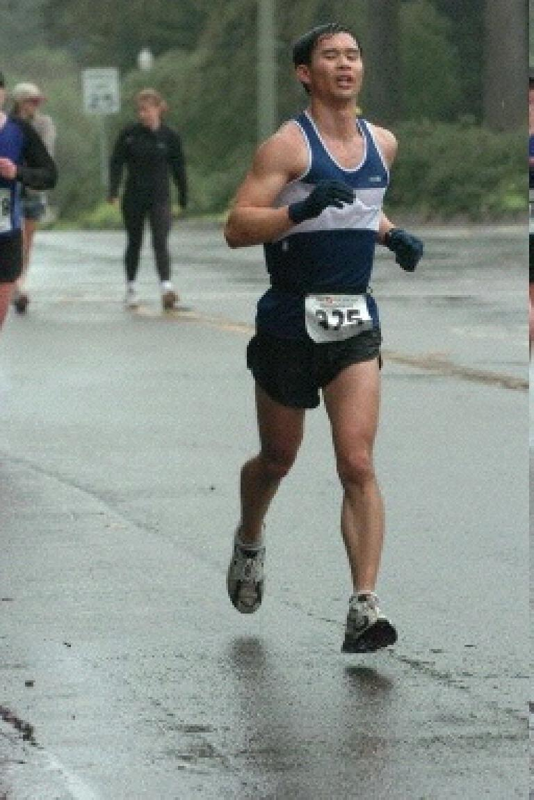 Yet, on this SuperBowl Sunday, I managed to beat my personal best by almost 5 minutes, finishing in 1:39:56 (7:37/mile pace).  Here I'm wearing the singlet Loren sent me as a surprise holiday gift just 2 days before the event... good timing.  Thanks, bud! Photo: brightroom.com.