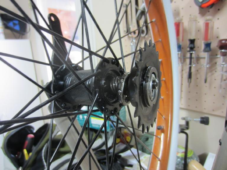 Disassembling the rear hub to insert more grease and adjust the play. (July 12, 2012)
