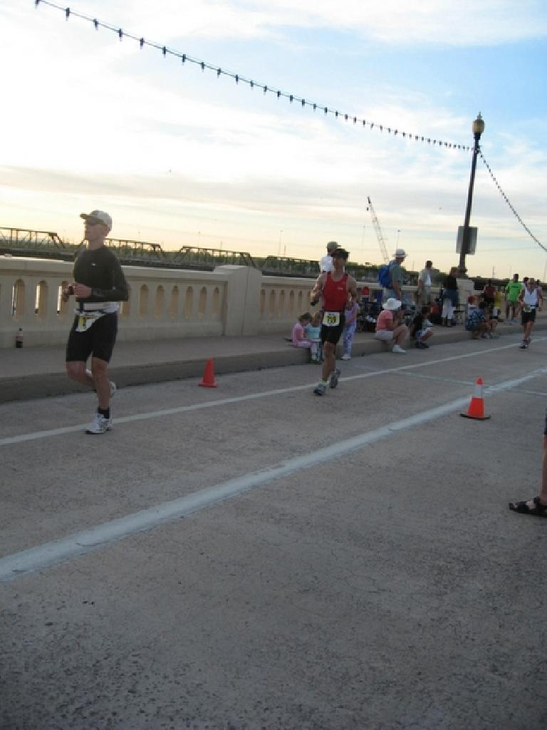 Felix Wong 2.5 hours into the run. Photo: Stacey and Laura Cortez.