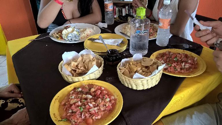 pico de gallo, chips, Bahama Mama restaurant, Isla Mujeres