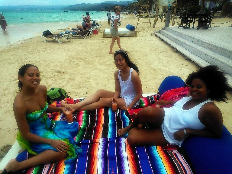 Leanne, Jenn, Felippa and I went to Bamboo Blu at Ocho Rios to celebrate Leanne's birthday. (February 14, 2013)