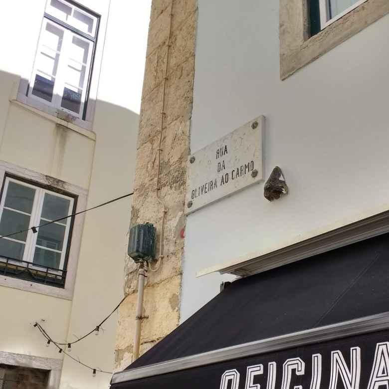A sculpture of a nose on Rua da Oliveira ao Carmo.