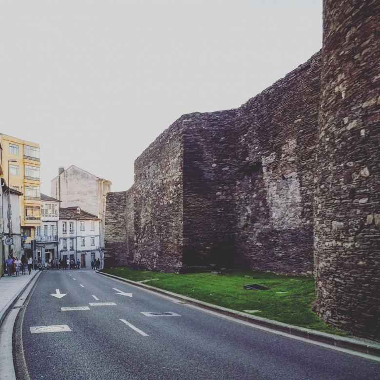The Roman wall that surrounds the center of Lugo is the only one in the world that is still complete.