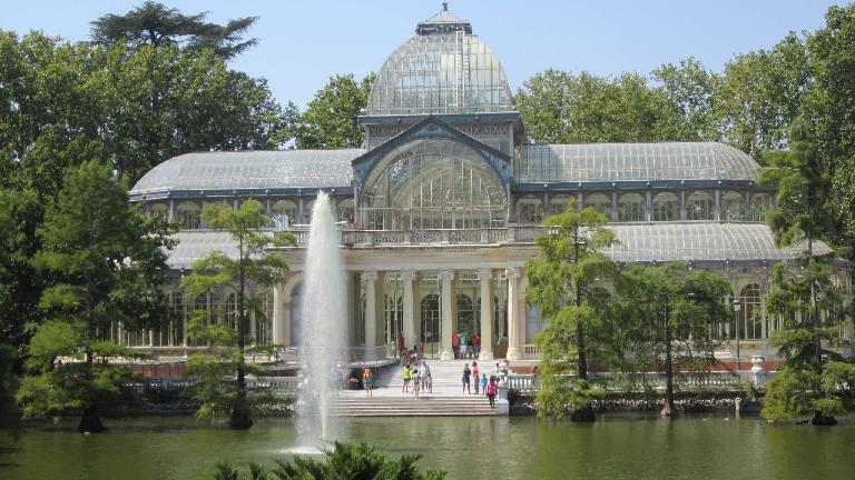 El Palacio de Cristal in el Parque del Retiro.