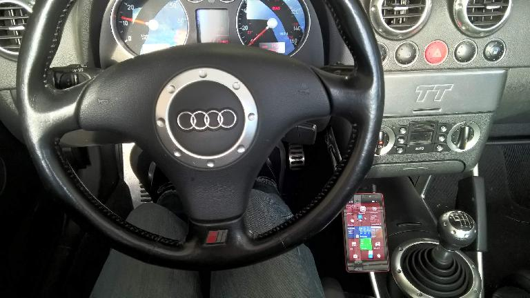 Nokia Lumia 820, center console, Audi TT
