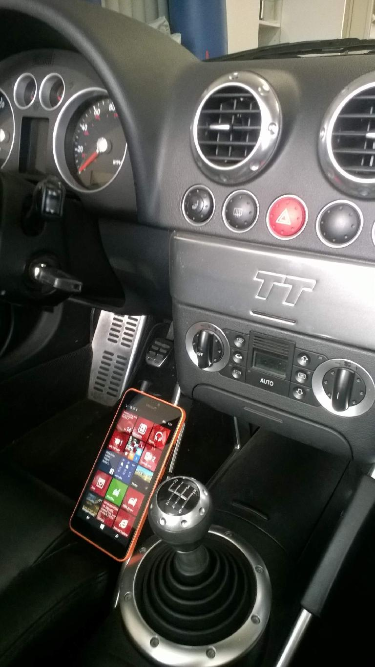 Microsoft Lumia 640 XL, center console side view, Audi TT