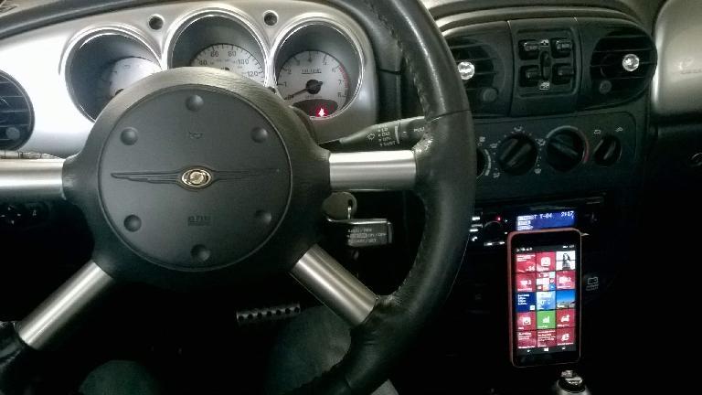 PT Cruiser interior, Microsoft Lumia 640 XL smartphone