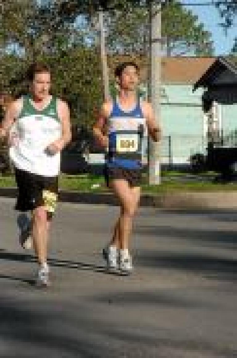Still running together... Photo: marathonfoto.com.